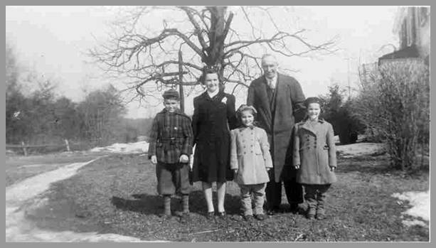 Kimball Family photo from about 1941
