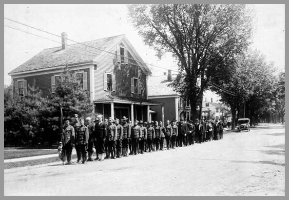 Photo of Memorial Day parade from 1920